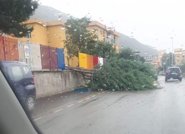 Gragnano - Maltempo senza tregua: disposta la chiusura delle scuole per la giornata di domani - StabiaChannel.it